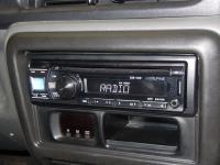 Фотография установки магнитолы Alpine CDE-131R в Suzuki Jimny