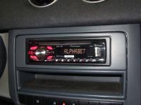 Фотография установки магнитолы Pioneer DEH-4400BT в Smart Forfour