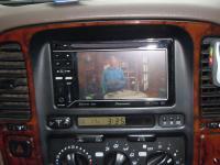 Фотография установки магнитолы Pioneer AVH-P3200BT в Toyota Land Cruiser 100