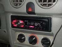 Фотография установки магнитолы Pioneer DEH-1400UB в Renault Kangoo