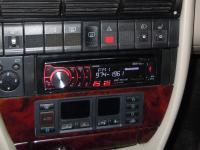Фотография установки магнитолы Pioneer DEH-6310SD в Audi A6