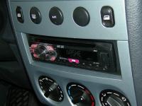Фотография установки магнитолы Pioneer DEH-1400UB в Peugeot Partner