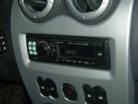 Фотография установки магнитолы Alpine CDE-9880R в Renault Sandero