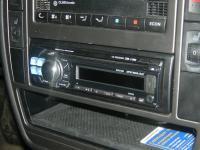 Фотография установки магнитолы Alpine CDE-112Ri в Volkswagen Passat