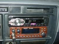 Фотография установки магнитолы Pioneer DEH-1400UB в Toyota Land Cruiser 80