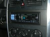 Фотография установки магнитолы Alpine CDA-117Ri в Mercedes B class