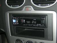Фотография установки магнитолы Alpine CDE-131R в Ford Focus 2