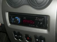 Фотография установки магнитолы JVC KD-R921BT в Renault Sandero