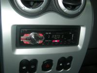 Фотография установки магнитолы Pioneer DEH-1410UB в Renault Sandero