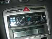 Фотография установки магнитолы Alpine CDA-117Ri в Peugeot 308