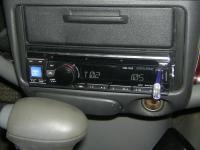 Фотография установки магнитолы Alpine CDE-131R в Toyota Echo
