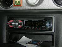 Фотография установки магнитолы Pioneer DEH-1400UB в Mitsubishi Outlander
