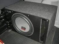 Установка сабвуфера MTX T612-22 vented box в Volkswagen Caravelle