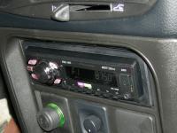 Фотография установки магнитолы Pioneer MVH-1400UB в Chevrolet Niva