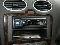 Фотография установки магнитолы Alpine CDE-133BT в Ford Focus 2