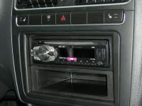 Фотография установки магнитолы Pioneer DEH-1410UB в Volkswagen Polo V
