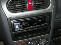 Фотография установки магнитолы Alpine CDE-131R в Opel Astra
