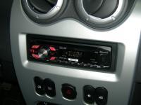Фотография установки магнитолы Pioneer DEH-4400BT в Renault Logan