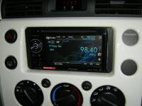 Фотография установки магнитолы Pioneer AVH-1400DVD в Toyota FJ Cruiser