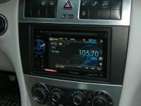 Фотография установки магнитолы Pioneer AVH-1400DVD в Mercedes C class