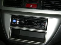 Фотография установки магнитолы Alpine CDE-133BT в Mitsubishi Lancer