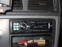 Фотография установки магнитолы Alpine CDE-9880R в Volvo S60