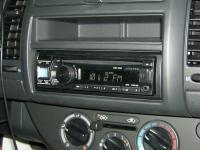Фотография установки магнитолы Alpine CDE-131R в Nissan Note