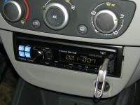 Фотография установки магнитолы Alpine CDE-110UB в Renault Fluence
