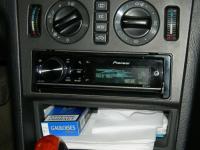 Фотография установки магнитолы Pioneer DEH-80PRS в Mercedes S class (W140)