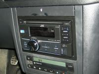 Фотография установки магнитолы JVC KW-R400EE в Volkswagen Golf