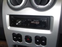 Фотография установки магнитолы Pioneer DEH-2220UB в Renault Sandero