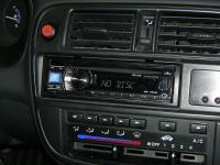 Фотография установки магнитолы Alpine CDE-131R в Honda Civic