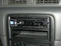 Фотография установки магнитолы Alpine CDE-131R в Toyota Camry