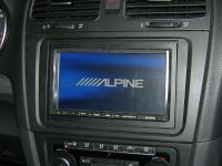 Фотография установки магнитолы Alpine INA-W910R в Volkswagen Golf
