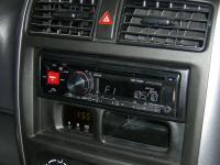 Фотография установки магнитолы Alpine CDE-170RR в Suzuki Jimny