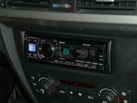 Фотография установки магнитолы Alpine CDA-137BTi в BMW 3 (E90)
