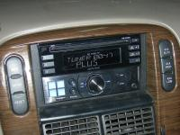 Фотография установки магнитолы Alpine CDE-W233R в Ford Explorer
