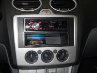 Фотография установки магнитолы Pioneer DEH-2300UB в Ford Focus 2