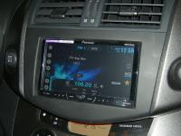 Фотография установки магнитолы Pioneer AVH-X4500DVD в Toyota RAV4.3