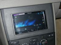 Фотография установки магнитолы Pioneer AVH-X4500DVD в Volvo XC90