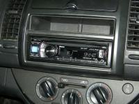 Фотография установки магнитолы Alpine CDE-134BT в Nissan Note