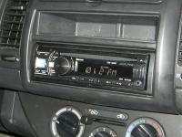 Фотография установки магнитолы Alpine CDE-133BT в Nissan Note