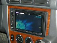 Фотография установки магнитолы Pioneer AVH-X4500DVD в Mercedes ML (W163)