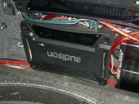 Установка усилителя Audison SR 1D в Volkswagen Tiguan