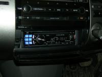 Фотография установки магнитолы Alpine CDE-123R в Toyota Prius