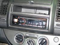 Фотография установки магнитолы Alpine CDE-170RM в Nissan Note