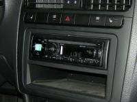 Фотография установки магнитолы Alpine CDE-170R в Volkswagen Polo V