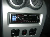 Фотография установки магнитолы Alpine CDE-9882Ri в Renault Sandero