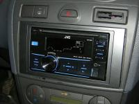 Фотография установки магнитолы JVC KW-R400EE в Ford Fiesta