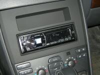 Фотография установки магнитолы Alpine CDE-175R в Volvo XC90